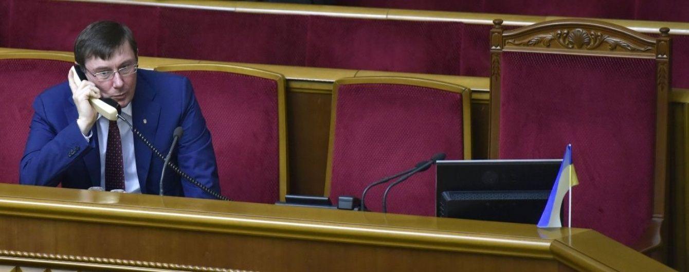 Рада ще сперечається через законопроект, який дозволить Луценку очолити ГПУ
