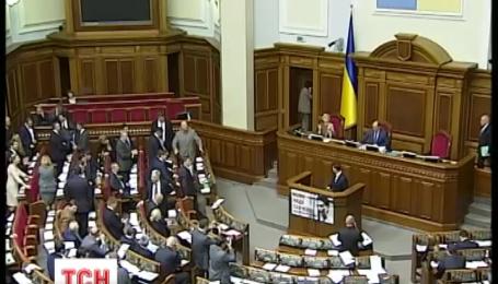 Пять новых депутатов приняли присягу в Раде