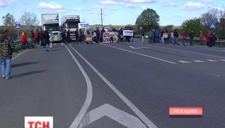 Международная трасса Киев - Чоп в Ровенской области заблокирована