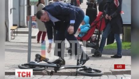 Столичный глава Виталий Кличко упал с велосипеда