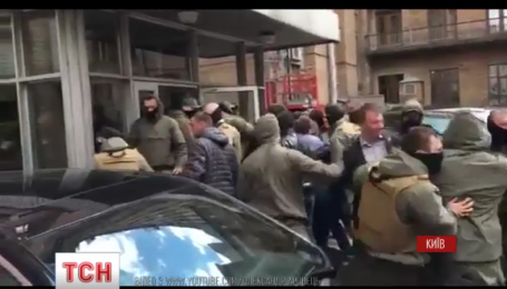 На Крещатике предприниматели протестуют против запрета торговать в киосках спиртным
