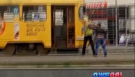 Водитель трамвая в Харькове избил пассажира