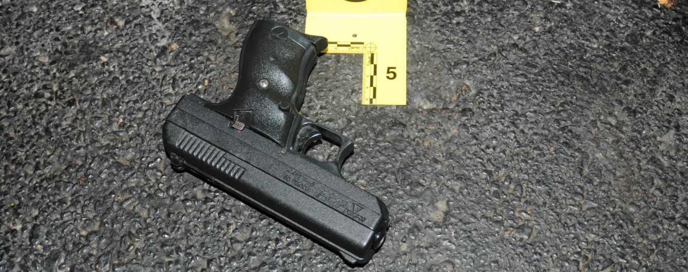 У центрі Києва невідомий підстрелив дівчину