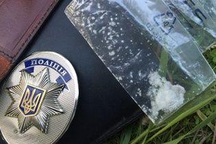 Днепропетровский патрульный с наркотиками в кармане приторговывал оружием