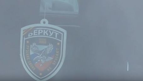 """Скандал у київській поліції. АТОвець їздив із символікою """"Беркута"""" на тлі триколора"""