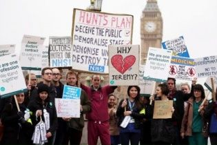 Медичний колапс у Британії: лікарі скасували 125 тисяч операцій та відмовились надавати допомогу