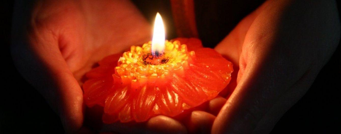 Молебень та 30 ударів дзвону. У Києві вшанували пам'ять загиблих ліквідаторів аварії на ЧАЕС