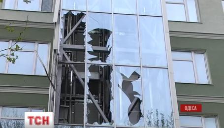 """В Одессе из гранатомета """"Муха"""" ночью обстреляли банк"""