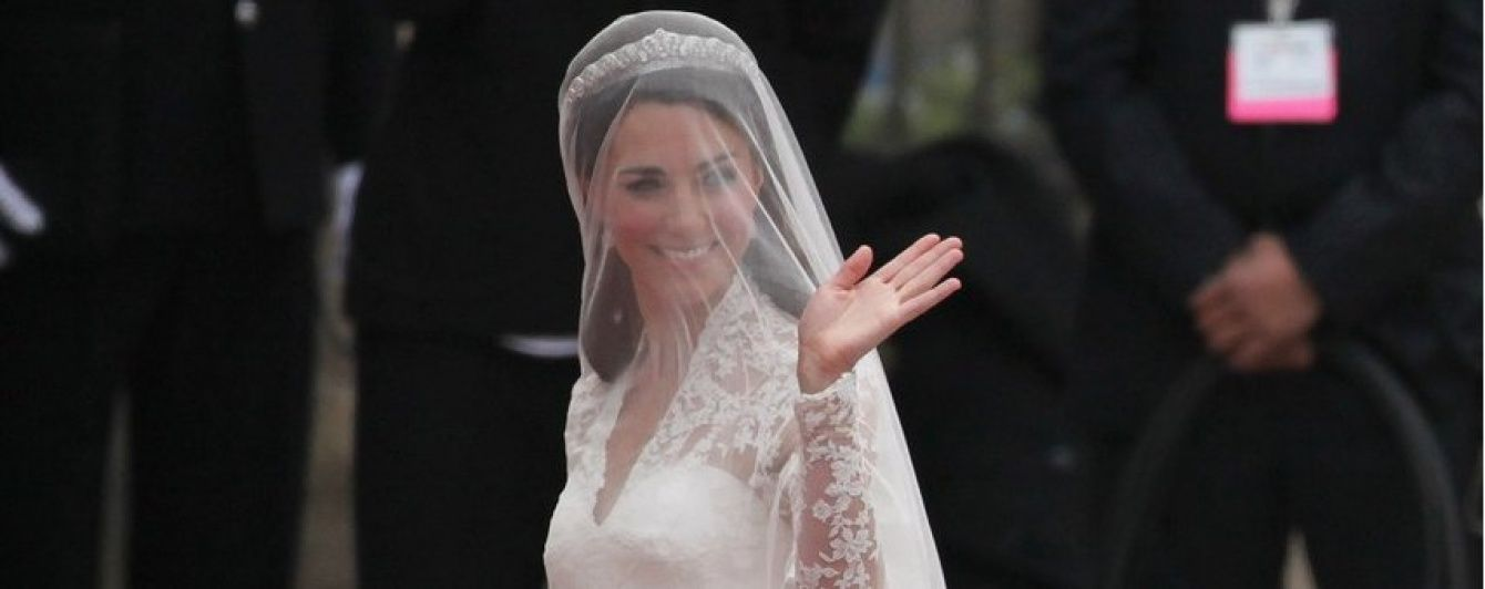 Скандал в королевстве: свадебное платье герцогини Кембриджской оказалось плагиатом