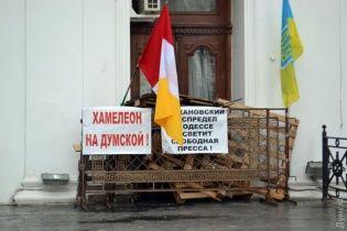 Штурм мэрии в Одессе. Чиновники с охраной прорвали блокаду протестующих