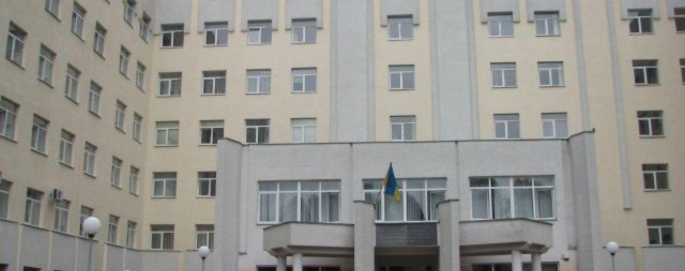 У Львові з вікна онкоцентру викинувся чоловік