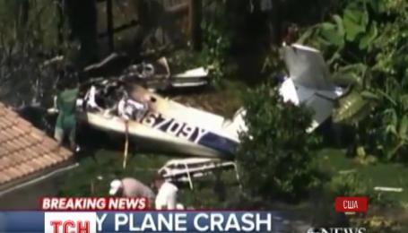 В штате Флорида самолет врезался в дом