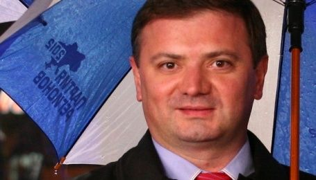 Екс-регіонал та прихильник сепаратистів погрожує чиновнику КМДА через знесений літній майданчик