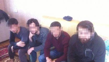 """В Киеве схватили пятерых сторонников """"Исламского государства"""", которые направлялись в Сирию"""