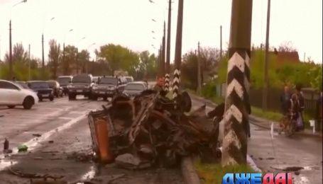В Донецкой области подорвались два автомобиля