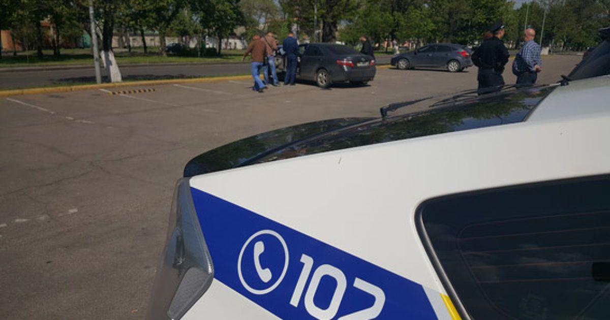 Чоловіка пограбували на парковці @ ГУ Нацполіції в Миколаївській області