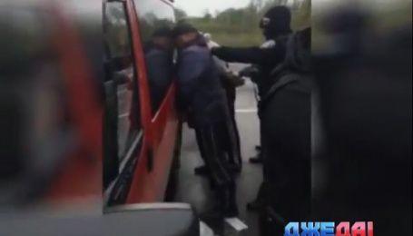 СБУ задержали мужчин, которые терроризировали луганских перевозчиков