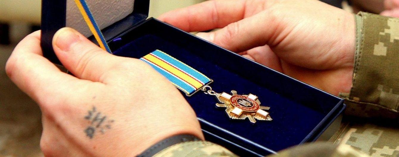 Президент нагородив за мужність більше 50 АТОвців