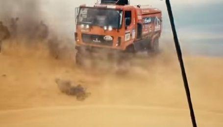 В России на соревнованиях грузовиков 8-тонный МАЗ переехал фотографа