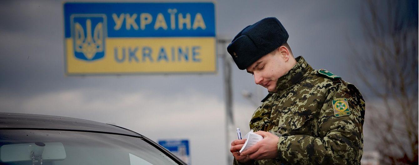 Обшук у Держприкордонслужбі: згадки про Литвина і донецькі номери машин прокурорів