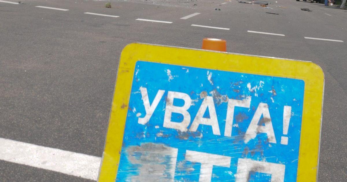 У Львові водій Renault скоїв аварію, після чого намагався вкоротити собі віку