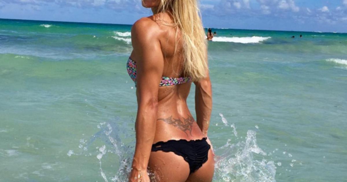 Сексопильная женская татуировка