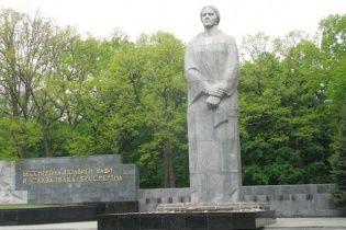 У Харкові покладання квітів до Меморіалу Слави закінчилось сутичками