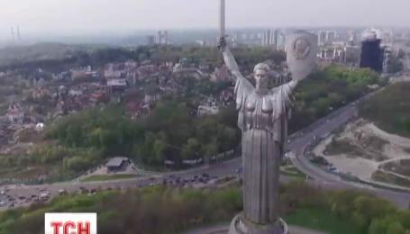Монумент Родина-Мать встречает свой 35 юбилей