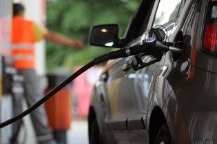 Сколько стоит заправить авто на АЗС утром 14 августа