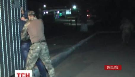 В Николаеве задержали полицейских, которые ограбили ювелирный магазин