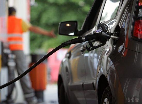 Скільки коштує заправити авто на АЗС уранці 14 серпня