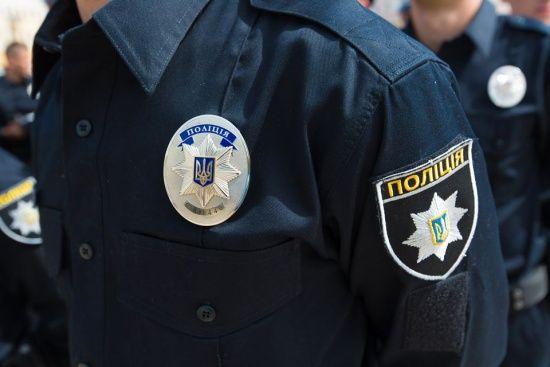 У Харкові чоловік узяв у заручниці жінку і порізав поліцейського