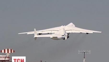 Самый большой самолет в мире отправился в первую командировку