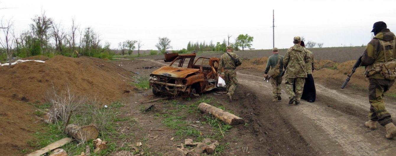 У зоні АТО в День Перемоги підірвалася вантажівка з військовими: є жертви