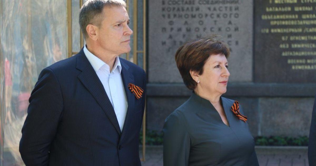 Дружина екс-регіонала Колесніченка хоче позбавити його батьківських прав