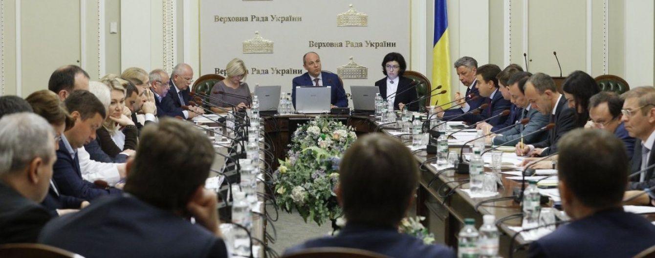 Паралельний світ: українські чиновники показали, наскільки вони далекі від народу