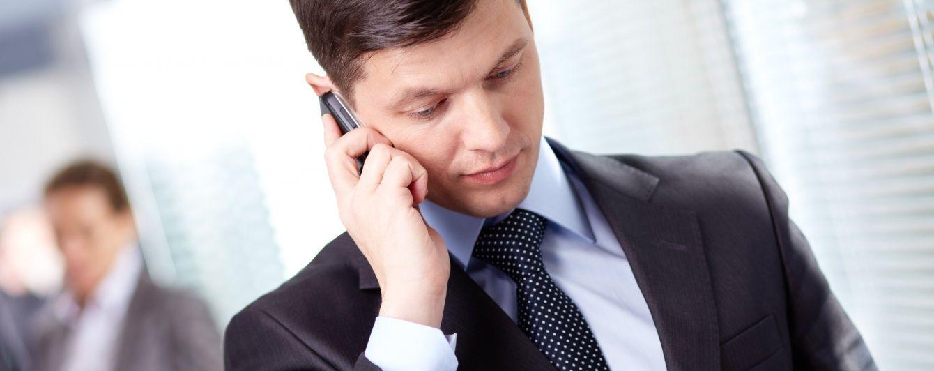 В России будут прослушивать мобильные телефоны офисных работников