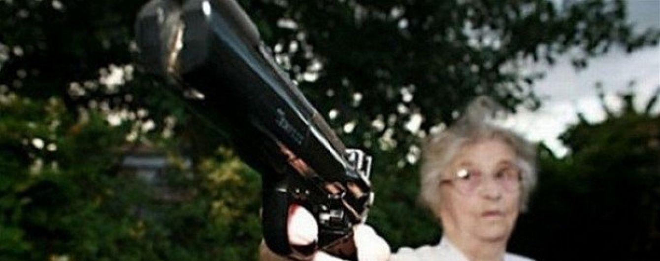Російська пенсіонерка замовила потрійне вбивство своїх знайомих оперативнику