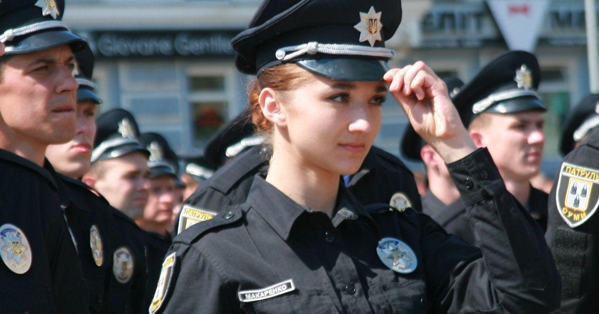 Церемония принятия присяги сотрудниками новой патрульной полиции в Сумах. @ УНИАН