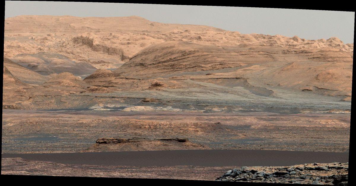 Curiosity зробив цей знімок у вересні минулого року. Це одна з багатьох фотографій Марса, але пейзаж, зображений на ній, разюче нагадує земний.