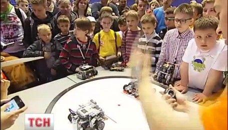 Сотни детей приехали в Киев, чтобы попытаться победить в олимпиаде по робототехнике