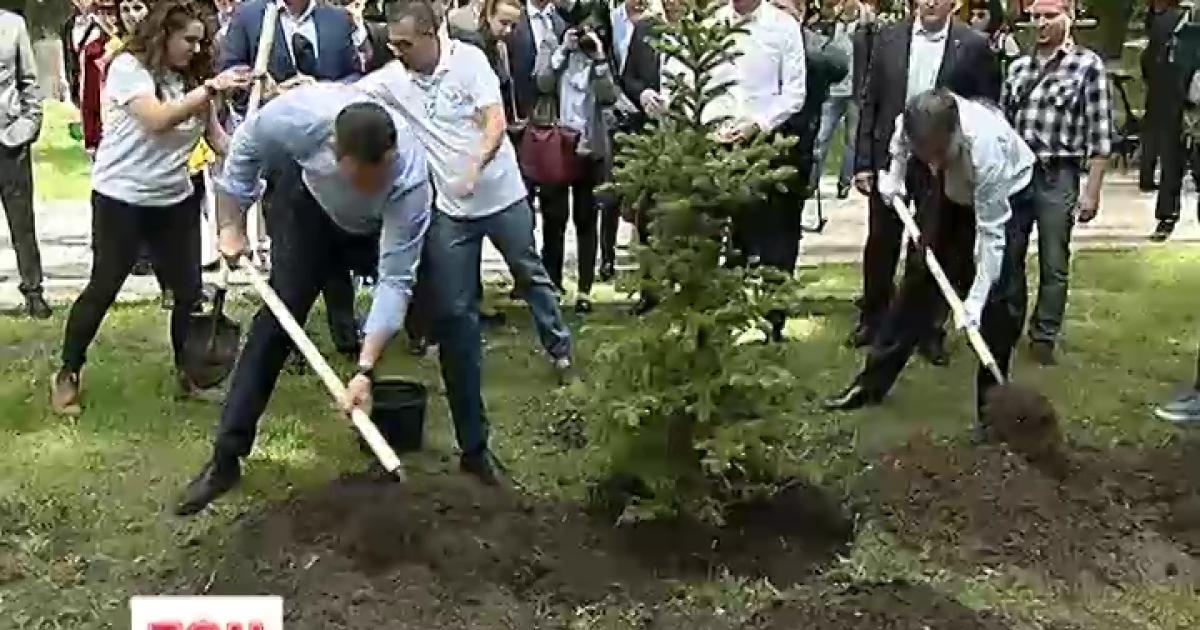 """Біля Верховної Ради з'явилась """"Алея Ізраїлю"""""""