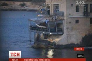 Под весом десятков посетителей обвалился балкон на Мальте
