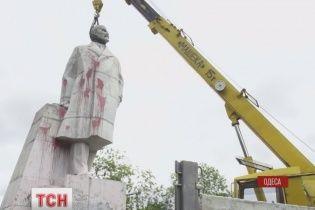 В Одессе не смогли снести последний памятник Ленину