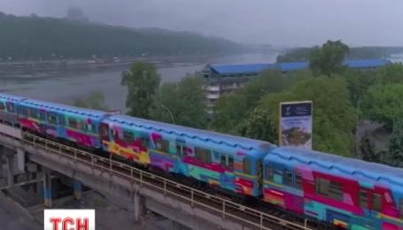 Красной веткой метро будет курсировать разрисованный поезд