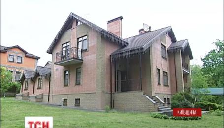Имение беглеца Азарова сдают в аренду за 85 тысяч гривен