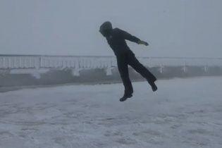 Рвучкий вітер і сніг. Синоптики спрогнозували погоду до кінця робочого тижня