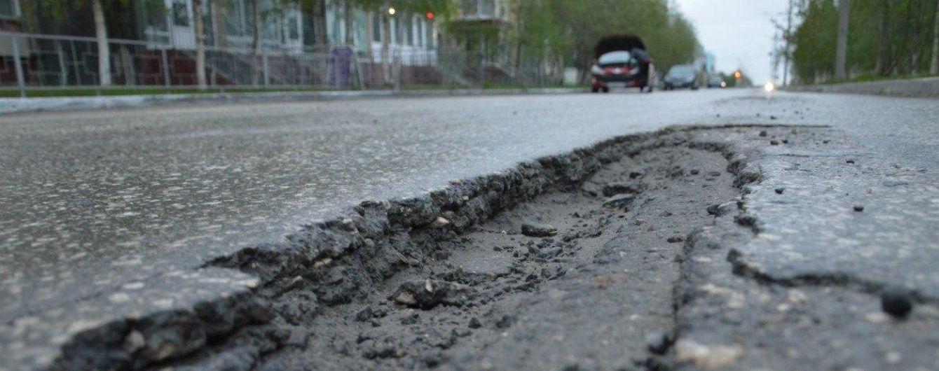 Стало известно, где в Украине хуже всего ремонтируют дороги