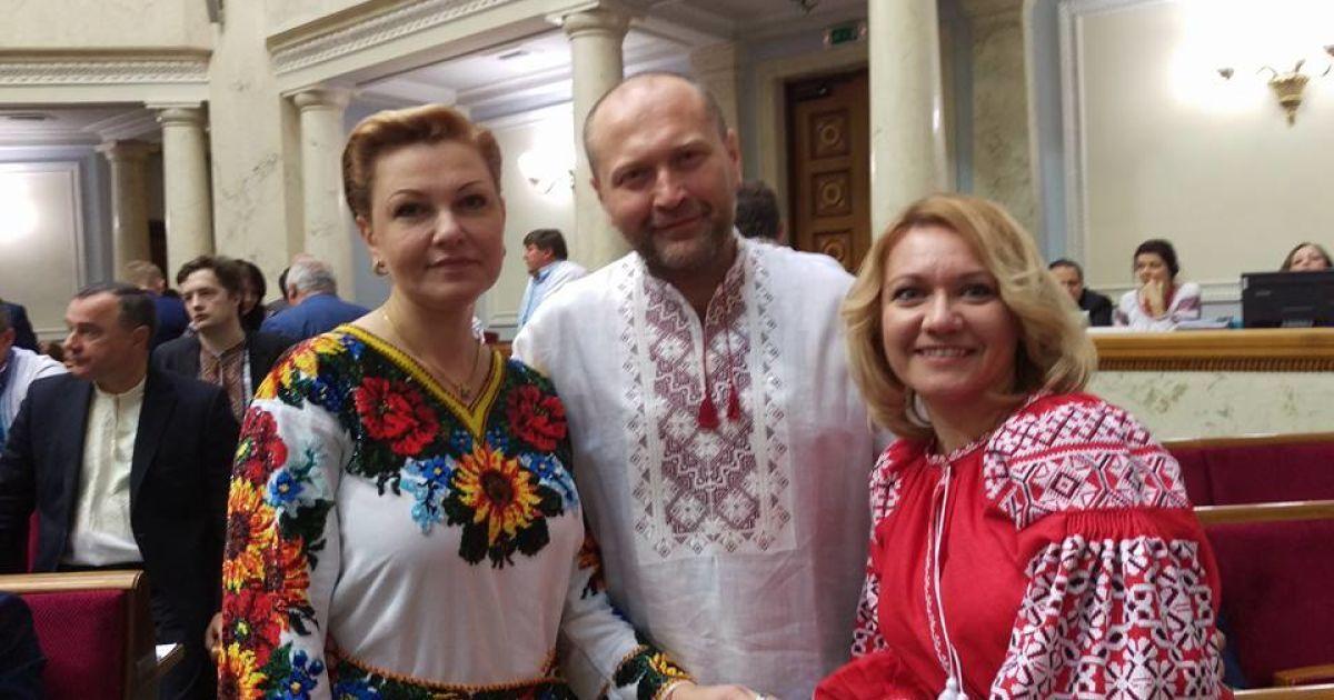 Народний депутат Борислав Береза з Оксаною продан (зліва).