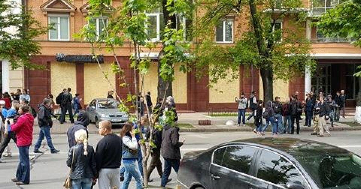 Сбербанк заколотили фанерою @ Фото Івана Гребенюка/ТСН